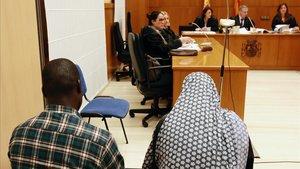 Juicio en la Audiencia de Barcelona a un matrimonio acusado por la ablación de sus dos hijas.