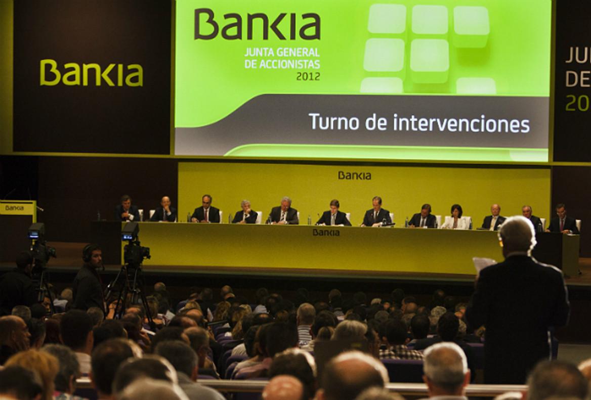 Intervención de accionistas minoritarios en una junta de accionistas de Bankia.