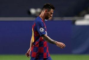 Messi abandona el campo tras perder 8-2 contra el Bayern en los cuartos de final de la Champions, el pasado 14 de agosto.