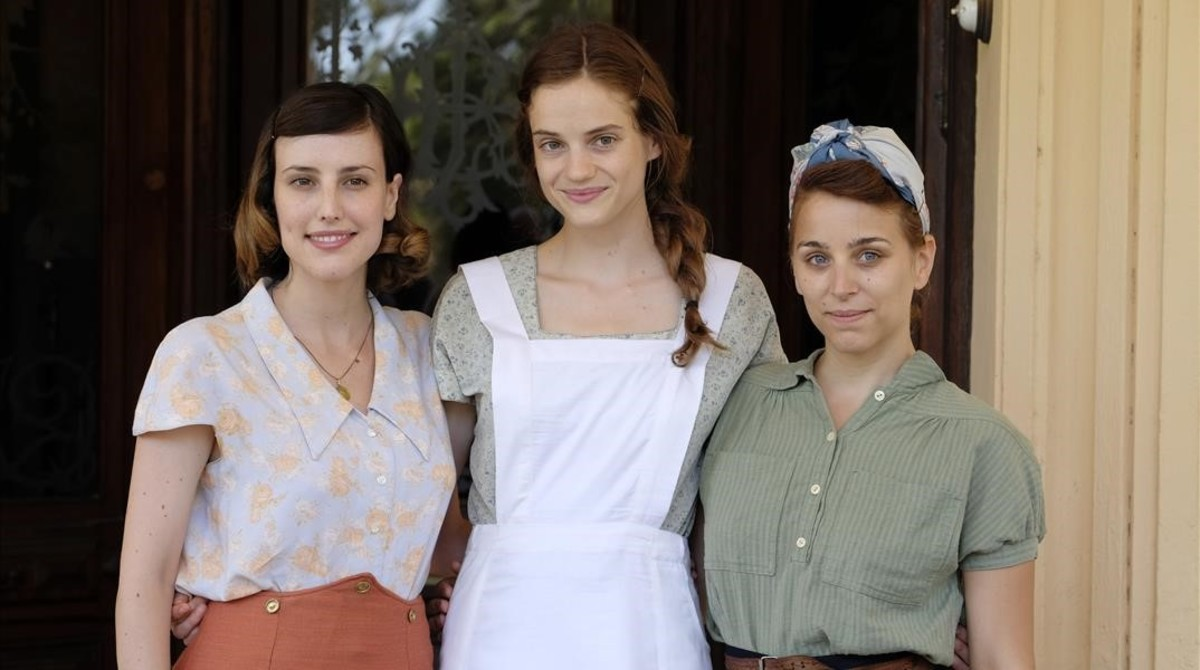 Natalia de Molina, Noémie Schmidt y Nausicaa Bonnín, protagonistas del telefilmeLa llum dElna.