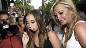 Andrea Janeiro con su madre, Belén Esteban, en la celebración de su 18º aniversario, el pasado 20 de julio en Madrid.