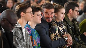 David Beckham, con su hija Harper y sus hijos Cruz y Romeo, en primera fila del desfile.
