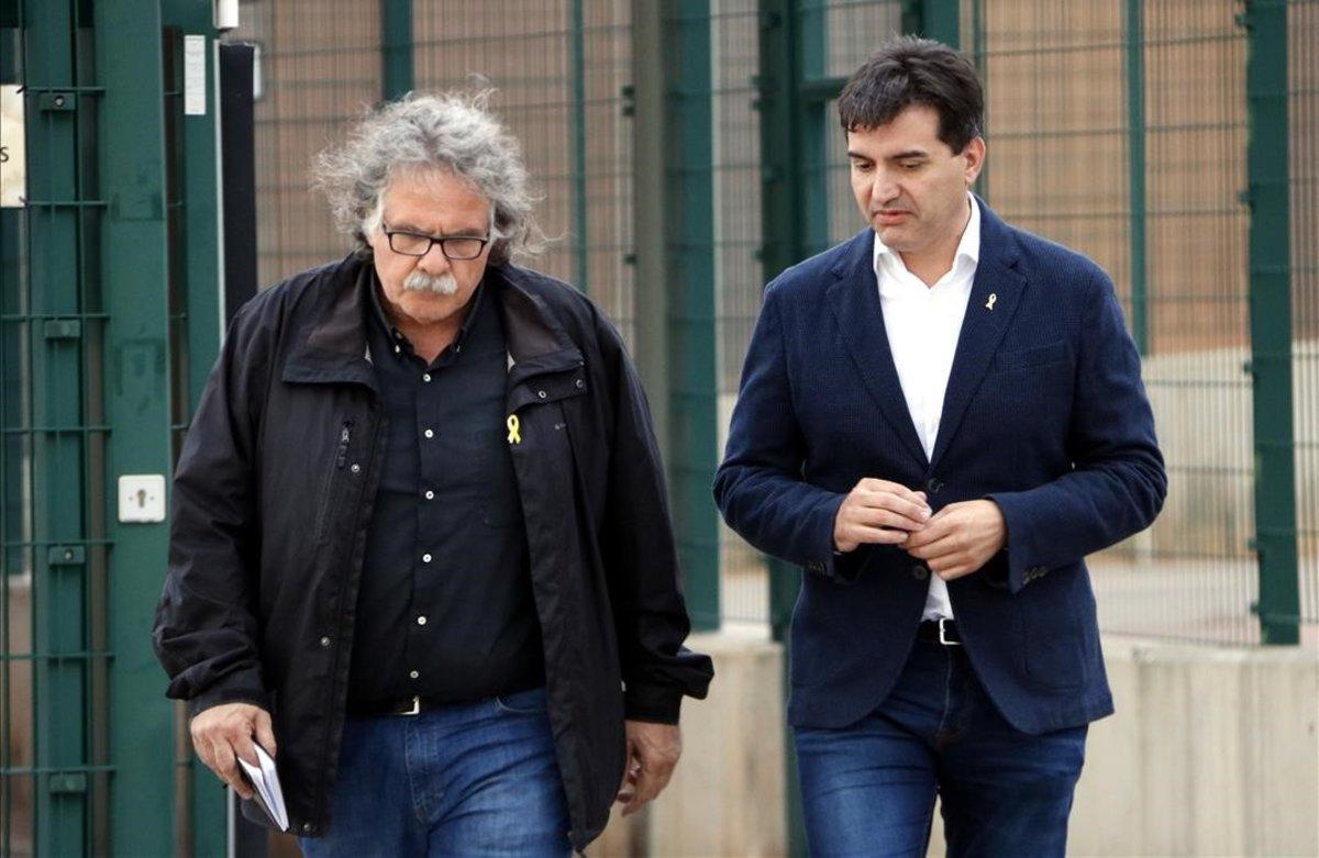 Los dirigentes de ERC Joan Tardà y Sergi Sabrià, a su salida de la prisión de Lledoners, tras visitar a Oriol Junqueras.