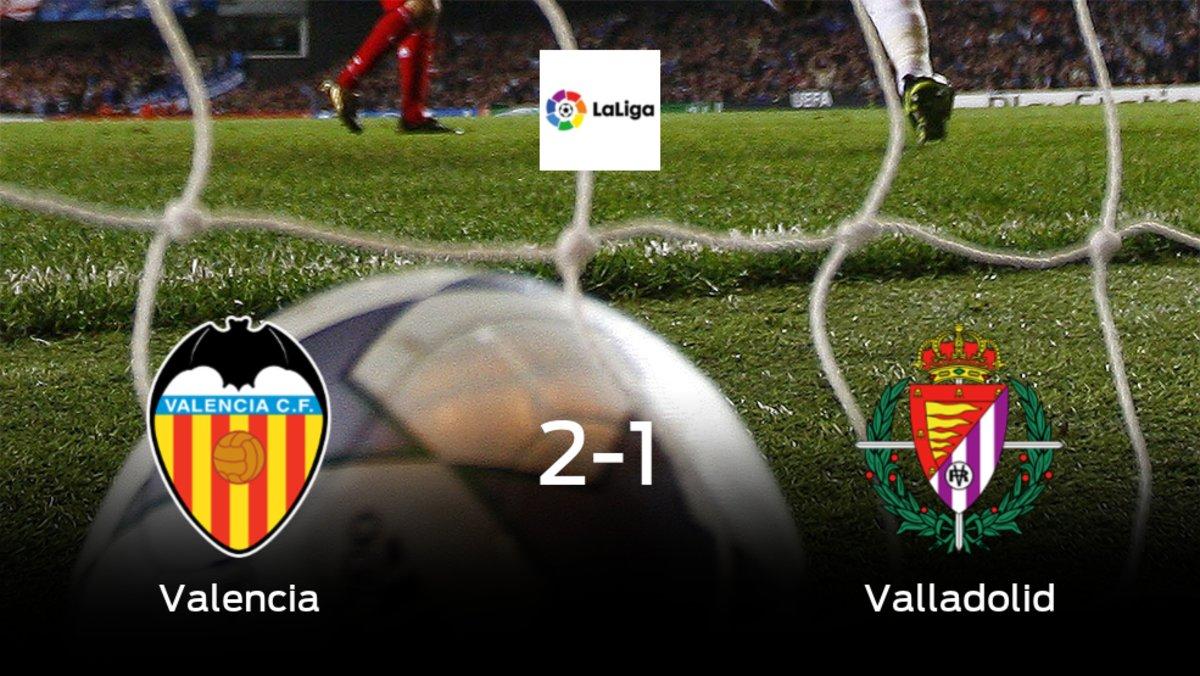 Los tres puntos se quedan en casa tras la victoria del Valencia frente al Real Valladolid (2-1)