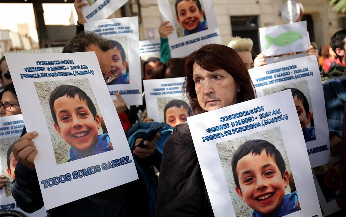 Concentración en apoyo al nino desaparecido Gabriel Cruz.