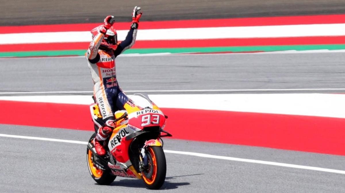 Marc Márquez responde a las felicitaciones que el público austrico le ha enviado esta mañana tras conseguir su pole nº 77