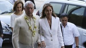 Isabel Preysler y Mario Vargas Llosa, durante su viaje enManila.