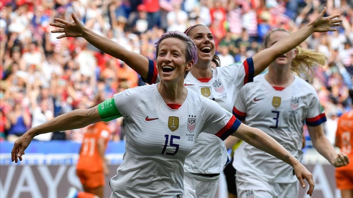 Megan Rapinoe celebra el gol de penalti con el que abrió el marcador en la final.