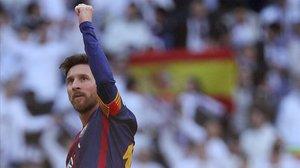 Messi se despide de la grada en la última visita, saldada con triunfo del Barça (0-3).