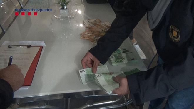 Els Mossos desarticulen un grup que va estafar més de 700.000 € a bancs