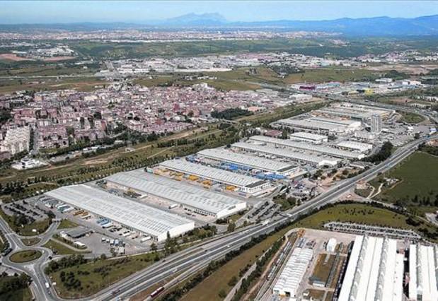 Muy bien conectado 8 Naves industriales en el CIM Vallès, junto a la autopista AP-7.