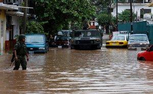 El paso de Narda por causó inundaciones en Puerto Vallarta.