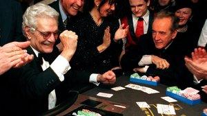 Omar Sharif, jugando al póquer con el vicecanciller austriaco Alois Mock en 1999