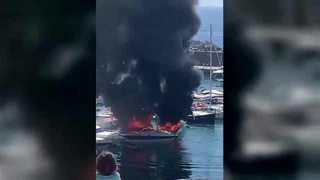Un ferit crític i un altre de greu en un incendi al port de Palamós
