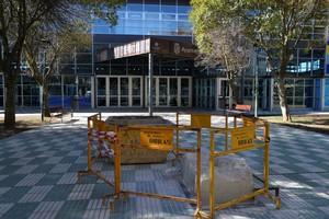 El lugar donde estaba la estatua tras la actuación este lunes de los servicios municipales de Palencia.