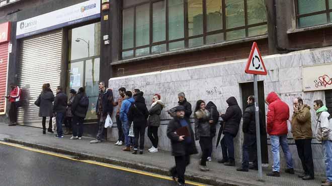 L'atur puja en 52.195 persones, però es manté en nivells del 2008