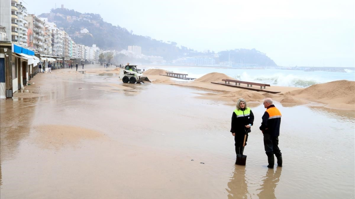 El paseo marítimo de Blanes, afectado por el temporal.