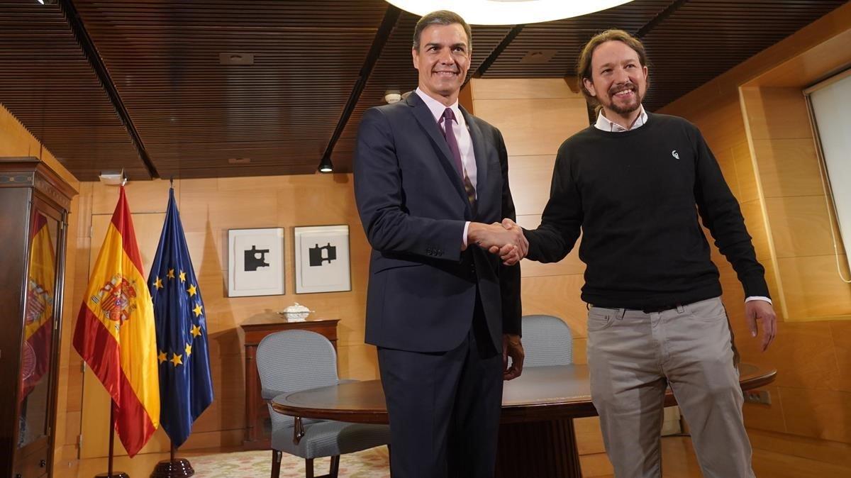 Pedro Sánchez recibe a Pablo Iglesias, el pasado 11 de junio.