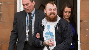 Mark Meechan mientras está siendo arrestado