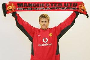 Piqué, en su presentación como jugador del United.