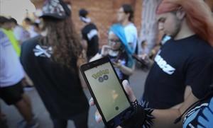 Pokequedada de jugadores de Pokémon Go en Barcelona.