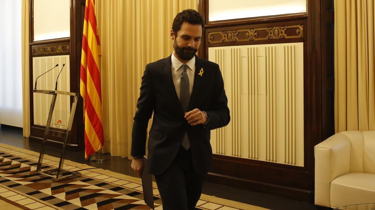 El presidente del Parlament, Roger Torrent, anuncia la candidatura de Carles Puigdemont.