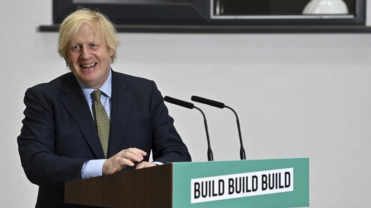 El primer ministro británico, Boris Johnson, en la presentación del plan económico en Dudley (Inglaterra).