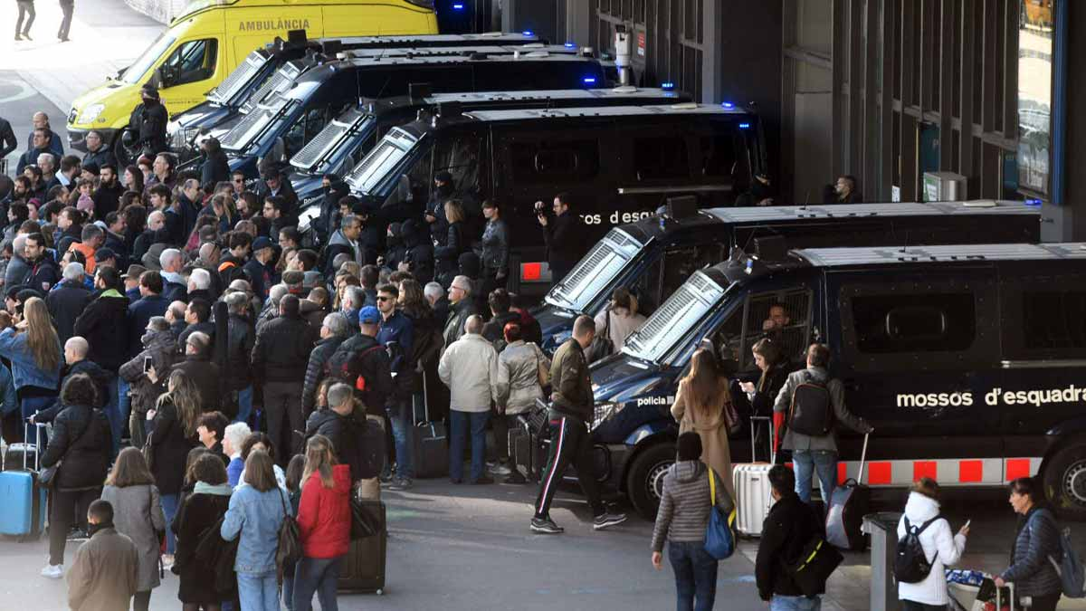 Últimas noticias de Catalunya: Los CDR desconvocan tras el desalojo policial en Sants | Directo - El Periódico