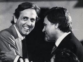 Raimon Obiols y Felipe González, en un mitin en la plaza de Catalunya deBarcelona, el 27 de abril de 1984.