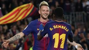 Rakitic y Dembelécelebran un gol ante el Villarreal.
