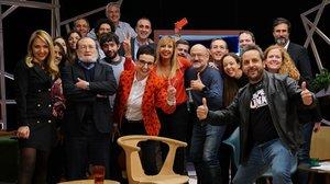 Xantal Llavina, presentadora y directora de 'Revolució 4.0', con algunos de los participantes del programa de estreno, como Santiago Niño Becerra, Carme Ruscalleda, Carlota Pi y Edu Costa.