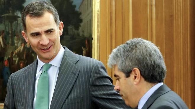 Homs comunica al Rey su rechazo a Rajoy y se deja querer por el PSOE