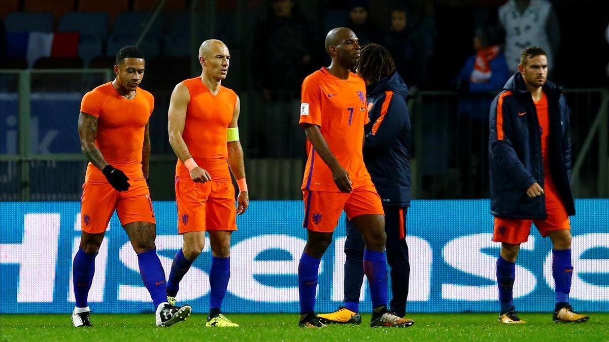 Depay, Robben, Babel y Janssen, tras el partido de Holanda ante Bielorrusia.