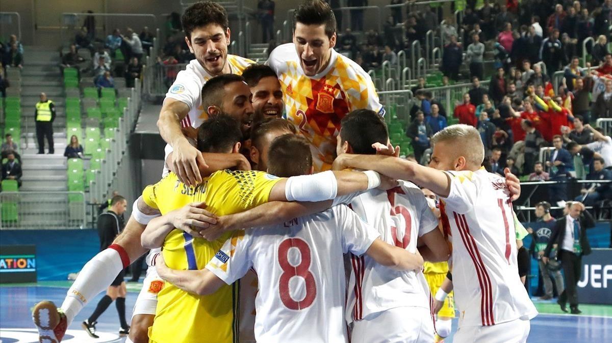 La selección española de fútbol sala celebra el pase a la final de la Eurocopa.