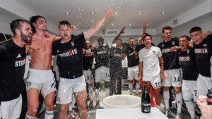 Los jugadores de la Juventus celebran el título de Liga en el vestuario, el domingo.