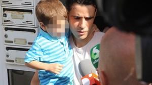 Salh El Karib, liberado por la Audiencia Nacional, sale de su casa en Ripoll.