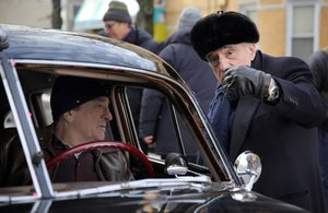 Martin Scorsese da instrucciones a Robert De Niro durante el rodaje de 'The Irishman'.