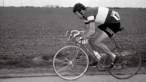 Felice Gimondi, en la París-Roubaix, carrera que ganó en 1966.