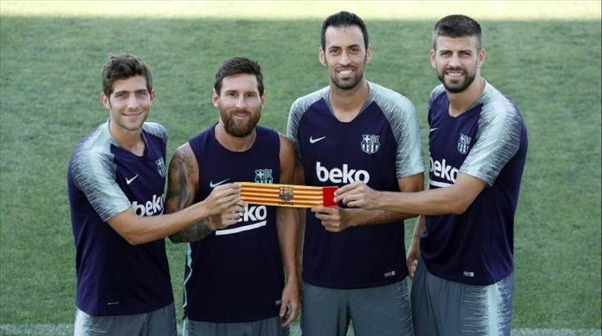 Sergi Roberto, Messi, Busquets y Piqué, capitanes del Barça.