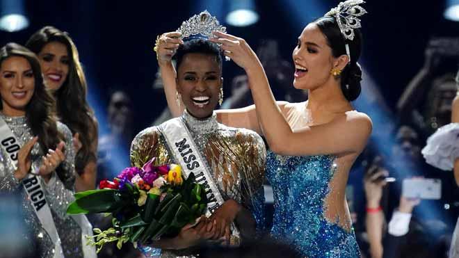 La sudafricana Zozibini Tunzi gana el concurso Miss Universo 2019.