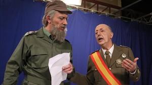 Los actores Pep Plaza (como Fidel Castro) y Manel Lucas (Francisco Franco), en el programa de humor político de TV-3 Polònia.