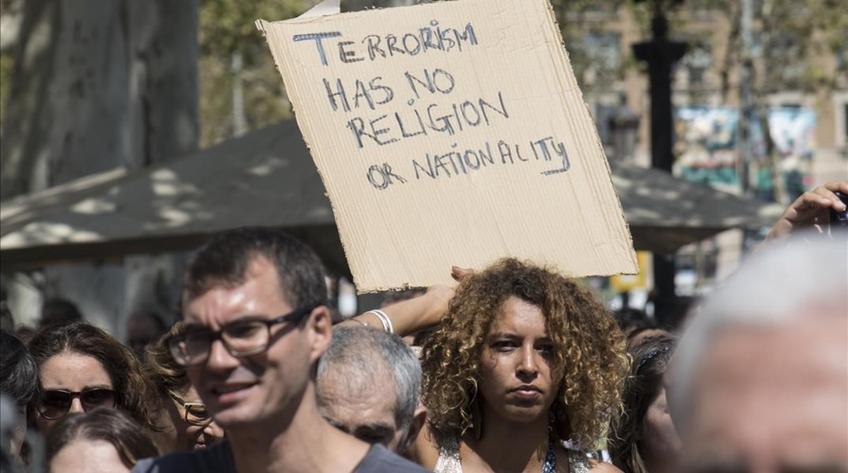 Terrorismo no es religión, reza la pancarta.MIREIA REYNAL
