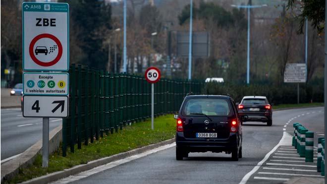 El tráfico en los accesos a Barcelona se reduce un 15% el primer día de la Zona de Bajas Emisiones.