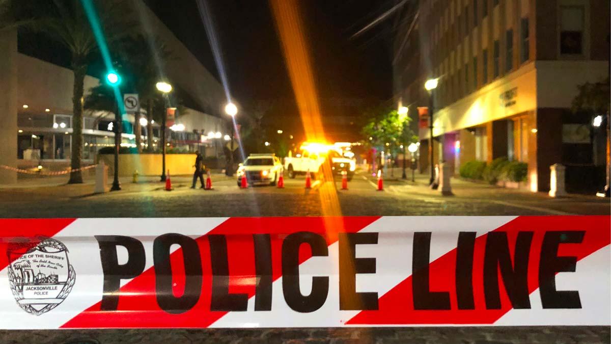 Tres muertos y 11 heridos en un tiroteo en Florida durante un torneo de videojuegos.