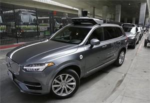 Un auto sin conductor de Uber, a punto de una prueba en San Francisco.
