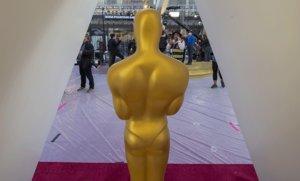 Últimospreparativos en la alfombra roja de la 92ªceremonia de los Oscar, en el Dolby Theatre de Hollywood, este viernes.