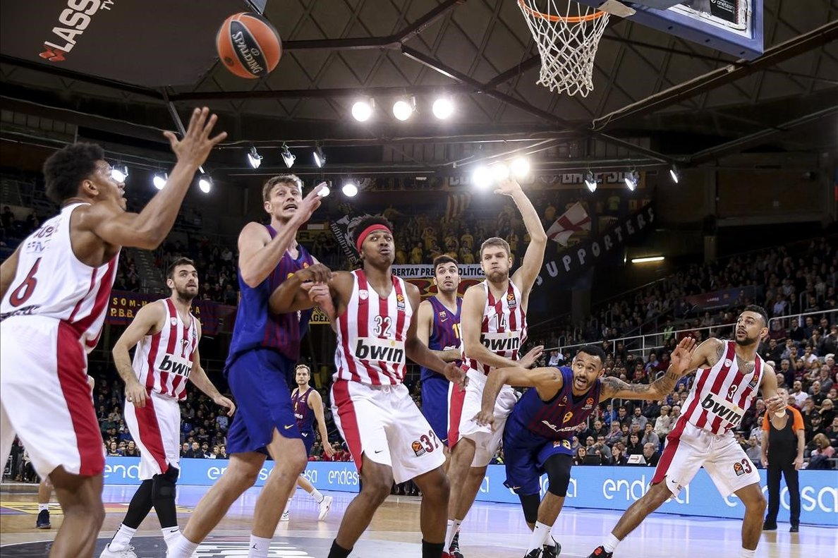 Una imagen del partido que el Olympiacos jugó esta temporada contra el barça en la Euroliga