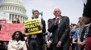 El excandfidato demócrata Bernie Sanders, en una protesta en defensa del Obamacare.