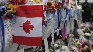 Homenaje a las víctimas de Toronto en el lugar del atropello.