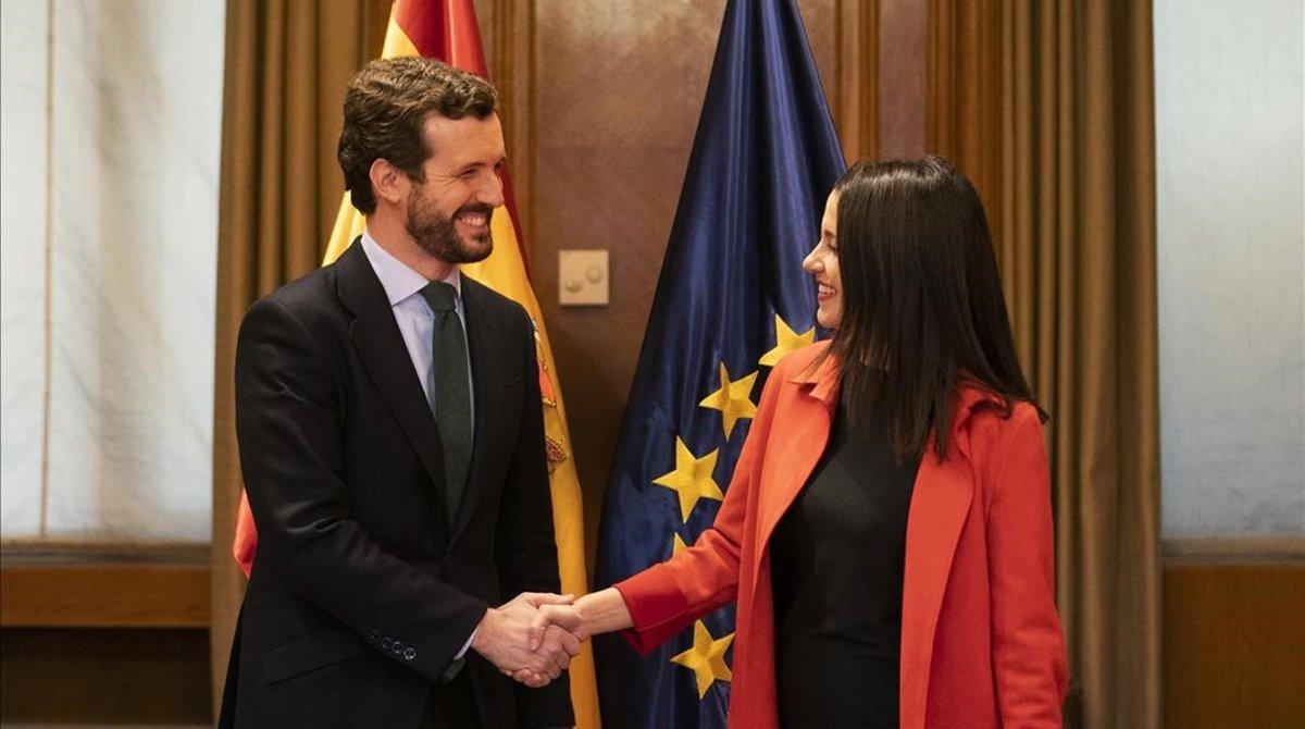 Pablo Casado e Inés Arrimadas, el 18 de febrero, en una reunión en el Congreso para negociar la coalición para las elecciones vascas, que aún no se han celebrado.